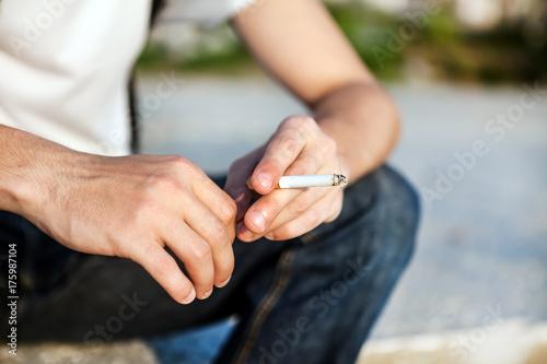 Plakat Osoba z papierosem