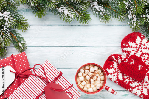 Spoed Foto op Canvas Chocolade Christmas fir tree, gift boxes, hot chocolate