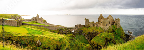 Photo Dunluce castle in Northern Ireland, United Kingdom