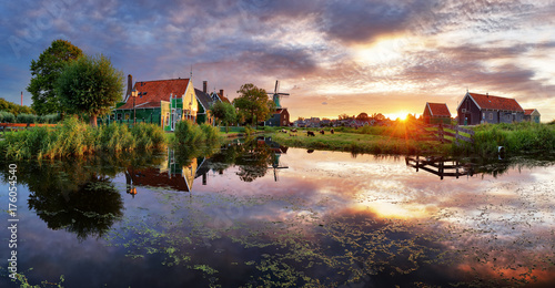 Zdjęcie XXL Holandia wiatraki o zachodzie słońca, krajobraz.