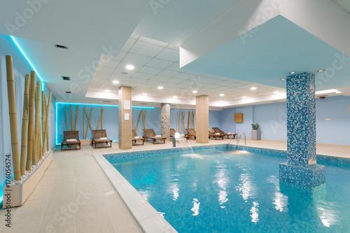 Fototapeta Kryty basen w hotelowym centrum spa