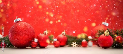 Zdjęcie XXL Bożenarodzeniowy tło z piłek, prezentów i dekoraci bożymi narodzeniami ,.