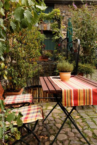 Petite terrasse dans jardin de maison d\'hote - Buy this stock photo ...