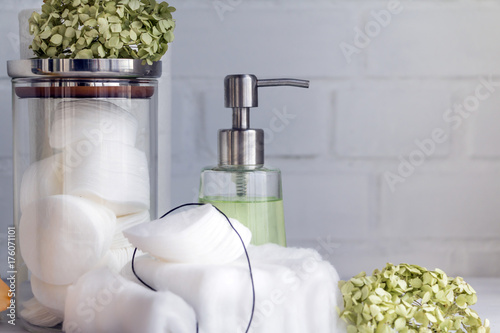 Foto op Plexiglas Spa Cotton pads and cotton wool - hygienic disposable products - concept of body care and cosmetic products. Closeup. Copy space.