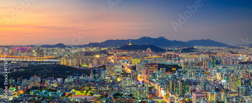 Autocollant pour porte Seoul Seoul. Panoramic cityscape image of Seoul downtown during summer sunset.