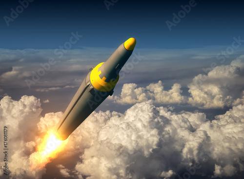 Fototapeta Północnokoreańska rakieta balistyczna ponad chmurami