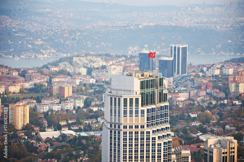 Photo  Aerial view of the Istanbul city downtown with skyscrapers at sunset