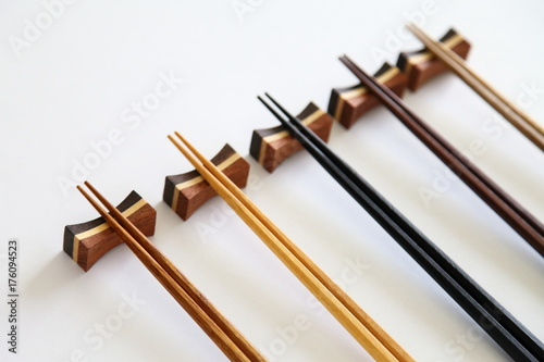 Fotografie, Obraz  Beautiful collection of wooden chopsticks isolated on white background