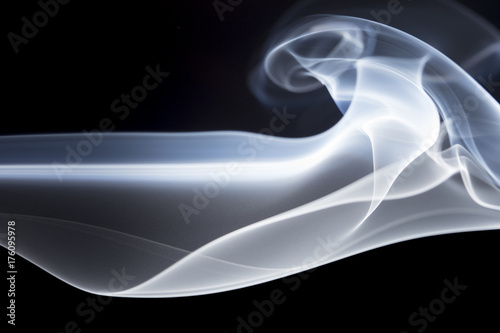 Fototapeta Abstrakta dym na czarnym tle.