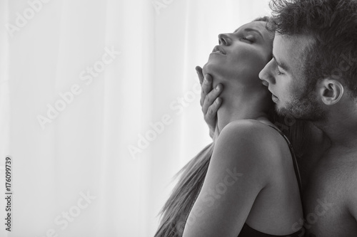 Lovers enjoying foreplay Fototapet