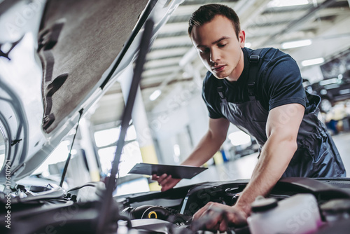 plakat Handsome auto service mechanic