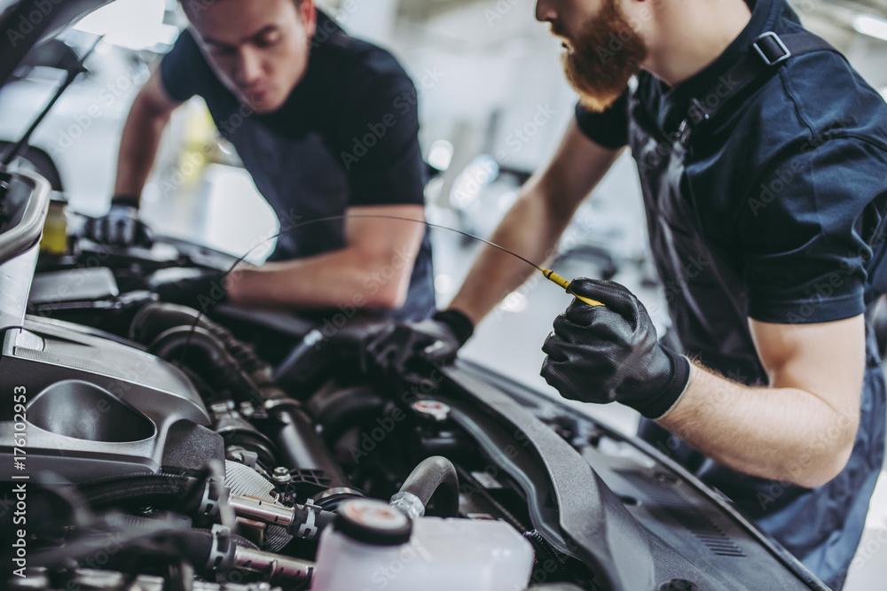 Fototapety, obrazy: Handsome auto service mechanics