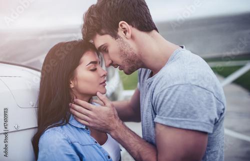 Fotografia  Couple near plane