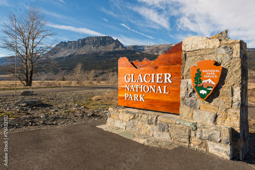 Cuadros en Lienzo Welcome to Glacier National Park