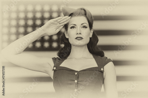 Tablou Canvas WWII Model Saluting With Pride