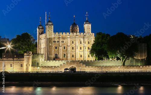 Obraz na dibondzie (fotoboard) Wierza Londyn przy nocą, Zjednoczone Królestwo.