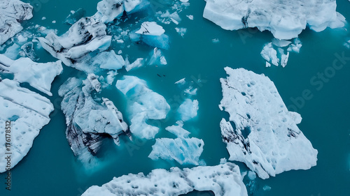 Photo sur Toile Bleu vert Aerial over icebergs floating in Jokulsarlon Lagoon by the southern coast of Iceland