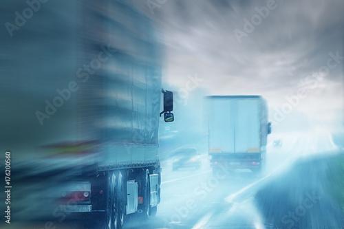 Fototapeta Ciężarówki drogowego logistycznego ruchu nieba