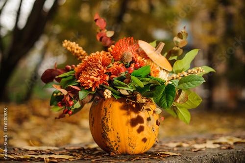 Obraz Pumpkin with a lovely autumn flower composition - fototapety do salonu