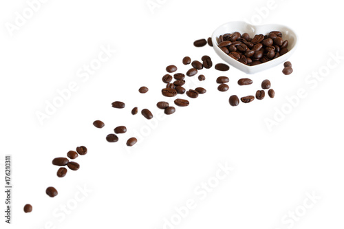Café en grains coffee beans in saucer on white background