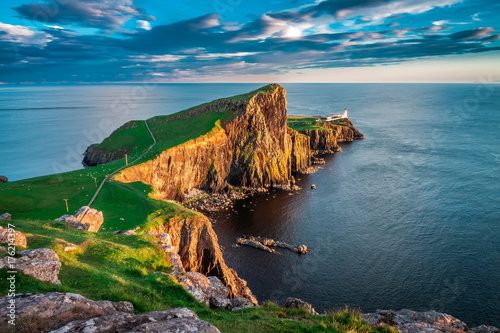 Obraz Zachód słońca w latarni Neist, Szkocja, Wielka Brytania - fototapety do salonu