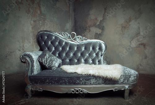 Photo luxury baroque sofa