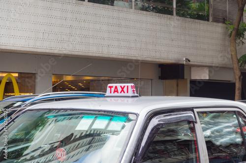 Zdjęcie XXL taxi samochód w ulicie przy Hong kong.