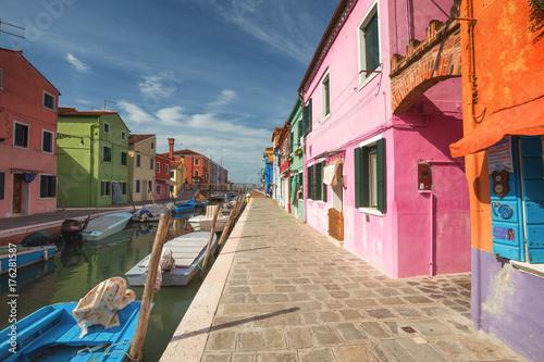Obraz na dibondzie (fotoboard) Kolorowi budynki wykłada cannal, wyspa Burano, Wenecja Włochy