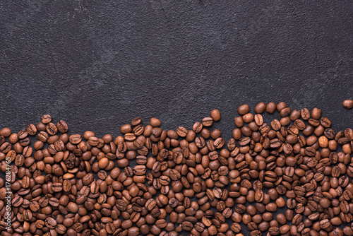 Salle de cafe Coffe beans on black background