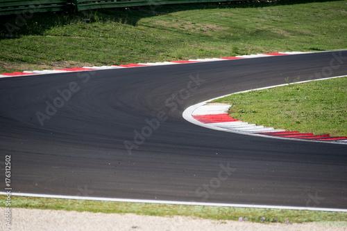 Poster Motorise Racing and competiotion concept asphalt circuit track closeup limit borderline concept
