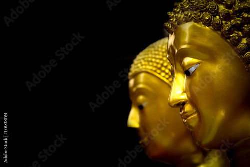 Valokuvatapetti Golden Head of the Buddha