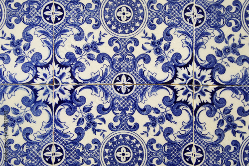 Foto  Traditional portuguese tile. Blue