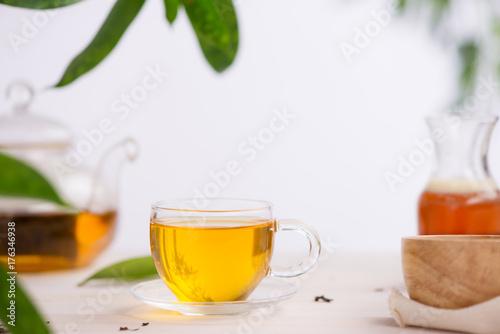 Zdjęcie XXL Filiżanki herbata na drewnianym stołowym tle