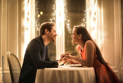 Sweet couple having a romantic dinner Fotobehang