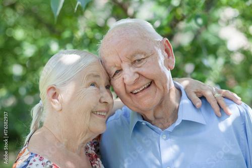 glückliche Beziehung im Alter Poster