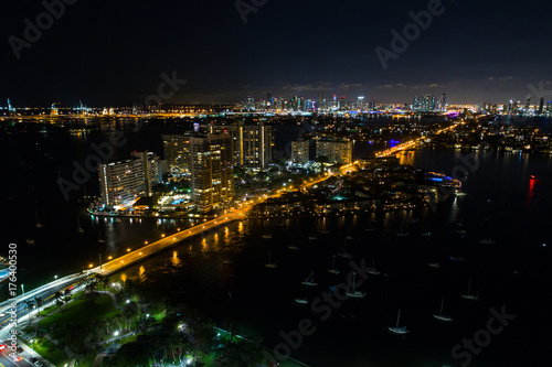 Fototapeta Powietrzna nocy fotografia Belle Isle Island Miami plaża
