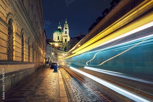 Plakat Ruch na starożytnej ulicy w Pradze