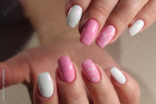 design of manicure Pink and white color