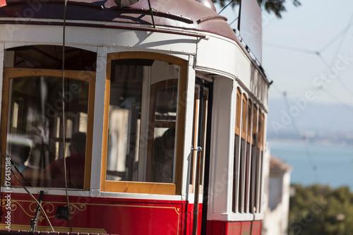 Plakat bliska zabytkowego portugalskiego tramwaj Portugalia