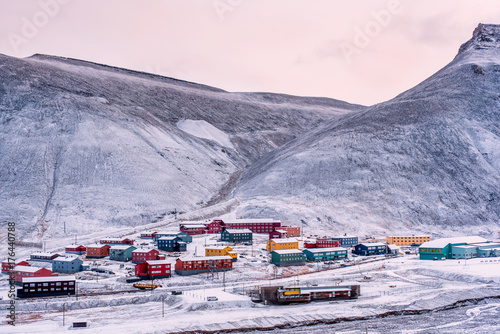 Poster Antarctique Wallpaper norway landscape nature of the mountains of Spitsbergen Longyearbyen Svalbard building snow city on a polar day with arctic winter in the sunset