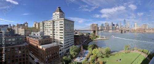 Photo Stands New York Panoramic view of Manhattan and Brooklyn skyline.