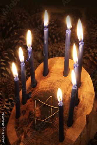 Zdjęcie XXL Cebula wykonana z drewna Chanuka menora z gwiazdą Dawida, zapalone świece