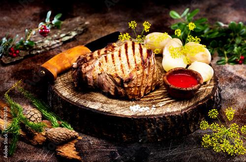 Papiers peints Steakhouse Roast beef with cranberry sauce
