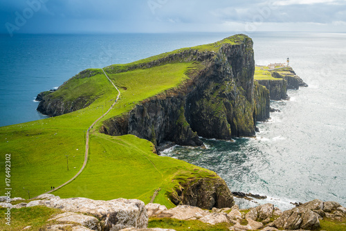 Fotografía  Scenic sight of Neist Point Lighthouse and cliffs in the Isle of Skye, Scotland