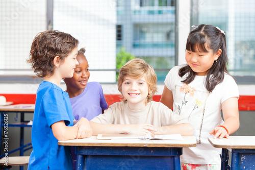 Fototapety, obrazy: Elementary classroom at work