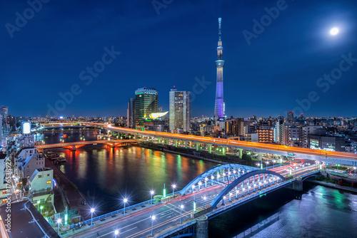 Obraz na dibondzie (fotoboard) Tokio pejzaż miejski przy nocą, Japonia.
