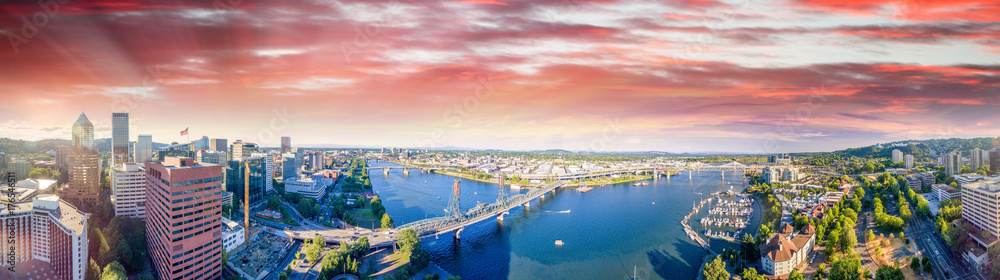 Fototapety, obrazy: Panoramic aerial view of Portland skyline and Willamette river