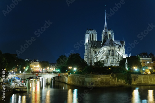 Obraz na dibondzie (fotoboard) Nocny widok Notre Dame. Paryż, Francja