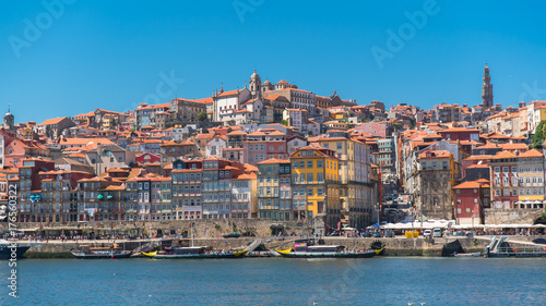 Spoed Foto op Canvas Mediterraans Europa Porto in Portugal, typical houses on the river Douro, colored buildings