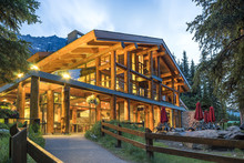 Luxurious Log House In The Mou...